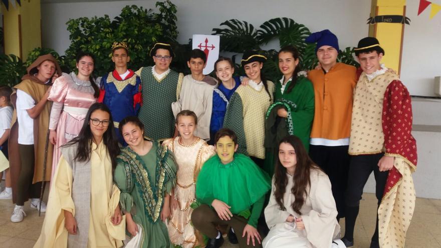 Alumnos del centro durante la Feria Medieval.