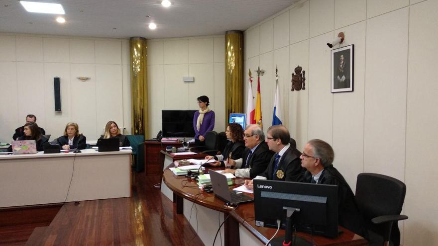 Sesión del juicio de La Loma con la fiscal Pilar Santamaría al fondo a la derecha. | R.A.