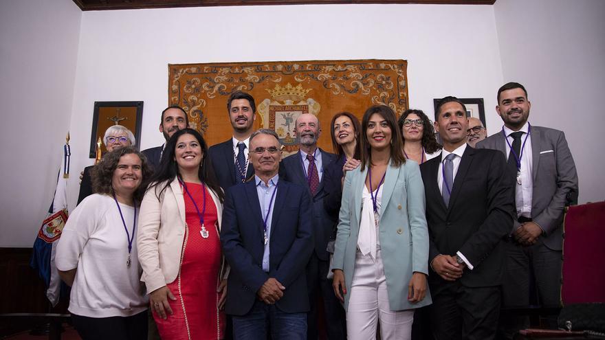 Foto de familia con la mayoría de concejales del pacto de progreso, del PSOE (siete), Unidas Se Puede (cinco) y Avante (dos)