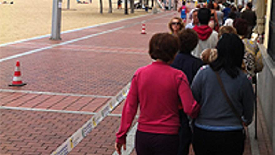 Los usuarios del paseo, recluidos a dos baldosas.