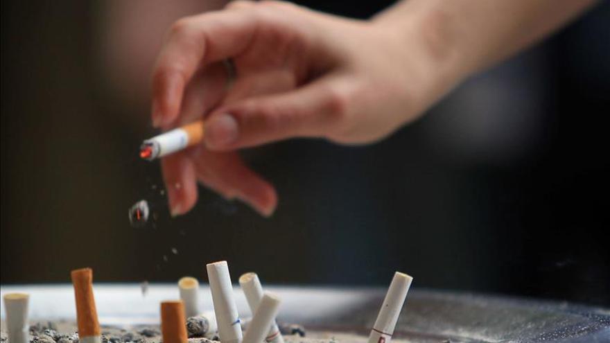Francia prepara sanciones para los compradores de tabaco por internet