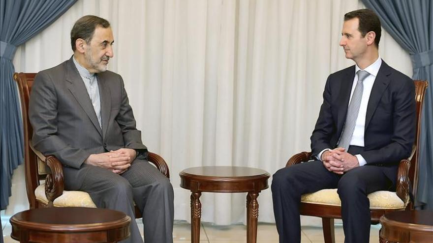 Siria e Irán escenifican su alianza con un viaje a Damasco del asesor de Jamenei