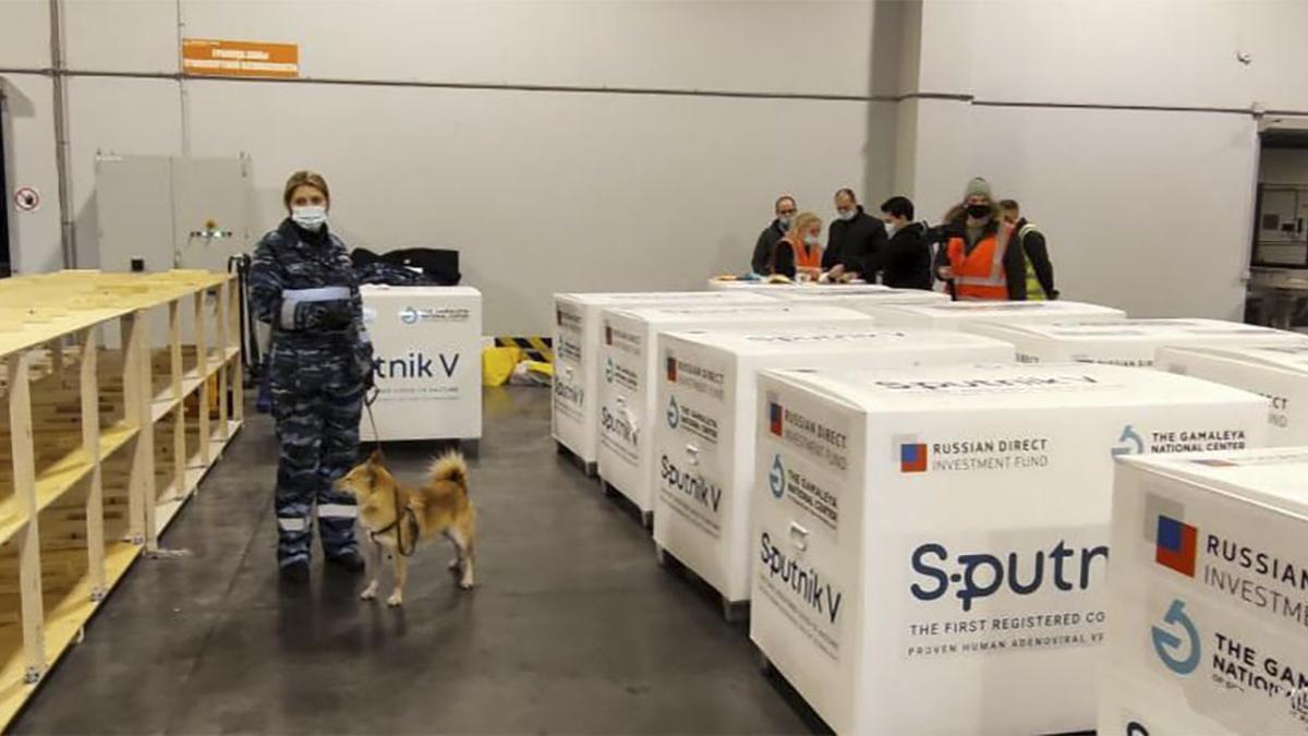 Cajas con las dosis de Sputnik V con destino a Argentina.