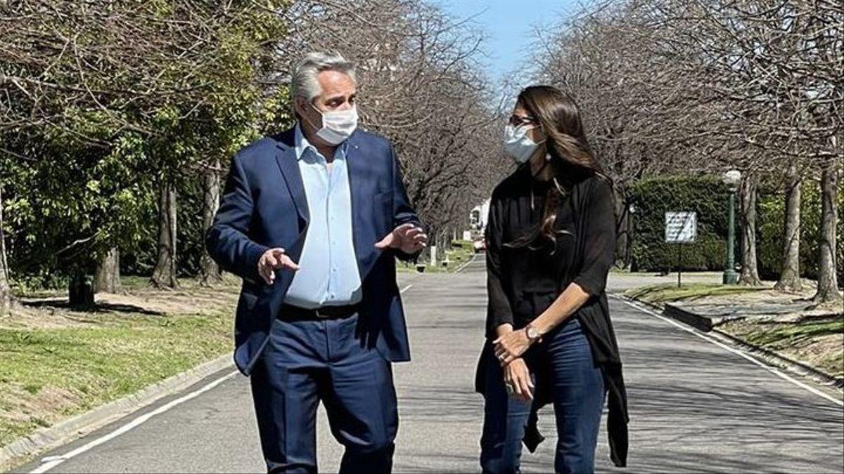 Elizabeth Gómez Alcorta en Olivos con Alberto Fernández
