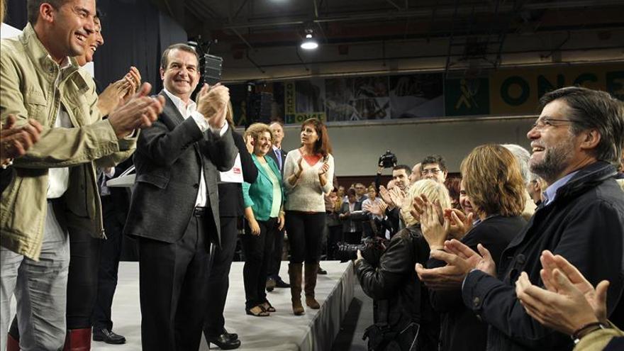 Los alcaldes de todas las fuerzas, menos del PP, denuncian en Madrid la reforma local