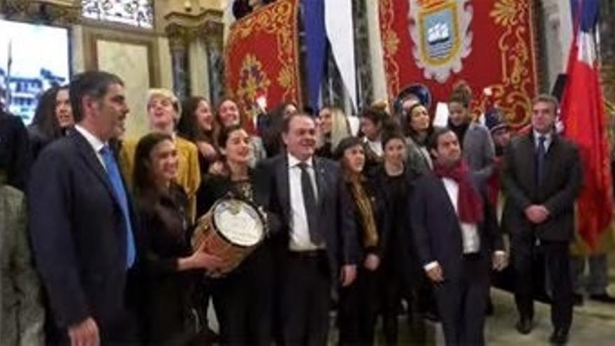 Jugadoras de fútbol y hockey hierba de la Real Sociedad reciben el Tambor de Oro 2020 de San Sebastián