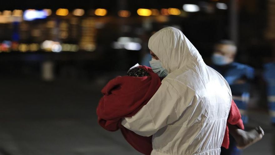El drama de la madre de Alhassane, el niño que murió de hambre y frío en una patera hacia Canarias