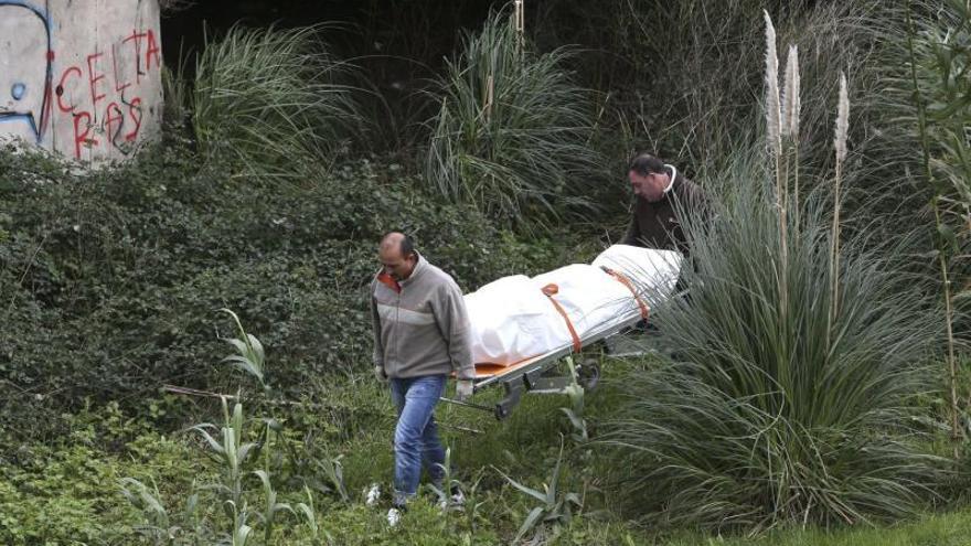 Hallan un cadáver en avanzado estado descomposición tras unos matorrales en Vigo