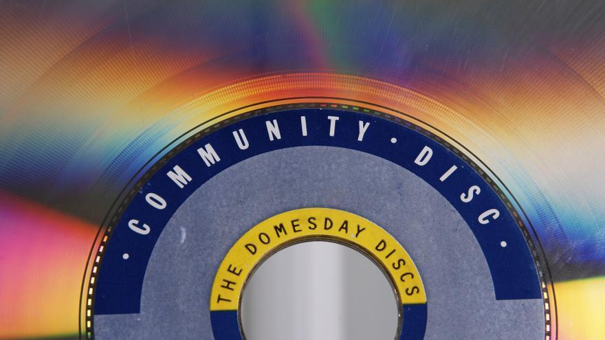El 'community disc' del proyecto Domesday, un Laserdisc que guardaba todas las fotografías aportadas por los ciudadanos británicos (Imagen: Cedida por el Museo Nacional de la Informática)