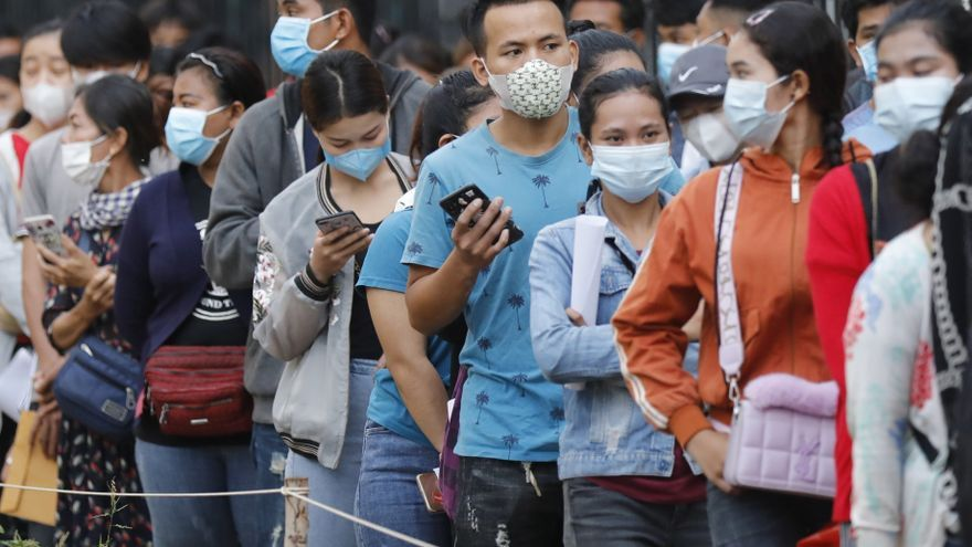 Camboya celebra haber vacunado ya al 65 % de su población contra la covid-19