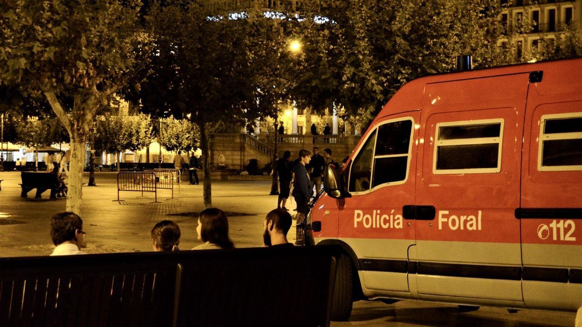 Una patrulla de la Policía Foral en el centro de Pamplona.