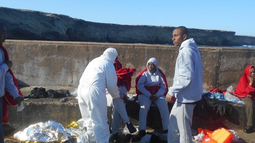 Los GEAS encuentran el cadáver del varón subsahariano desaparecido en el naufragio mortal de la patera