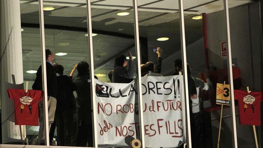 Salen los directivos TV3 tras doce horas de encierro ante protesta laboral