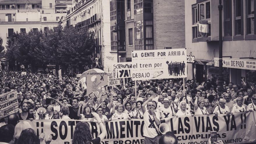 Manifestación multitudinaria pro soterramiento en Murcia