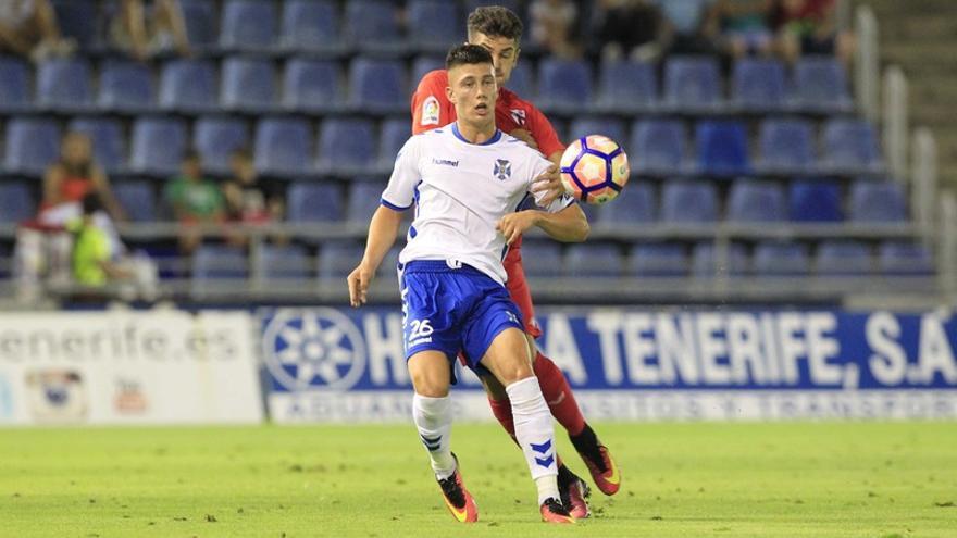 Cristo González, durante el Tenerife-Sevilla Atlético de la temporada 16-17
