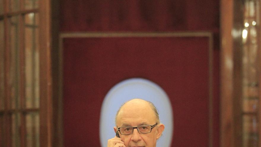 El PSOE interpelará a Montoro el día 15 en el Congreso para votar su reprobación la semana siguiente