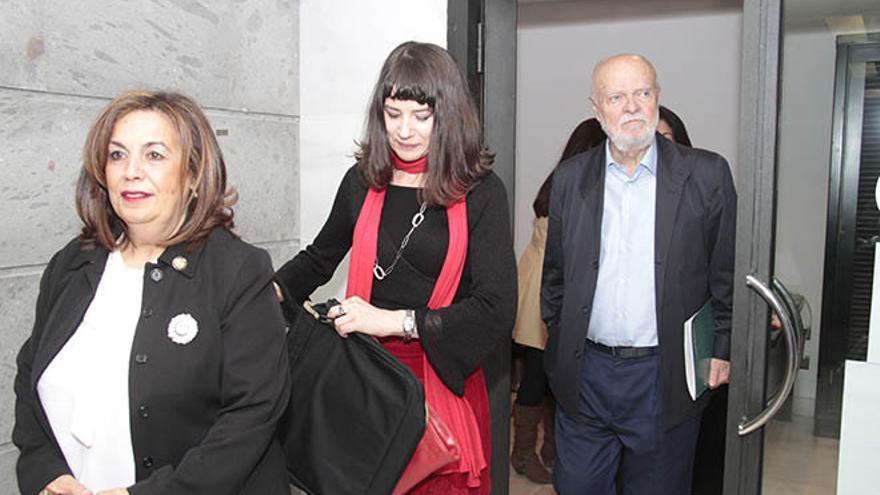 Nieves Rosa Hernández, Gloria Poyatos y José Antonio Martín Pallín