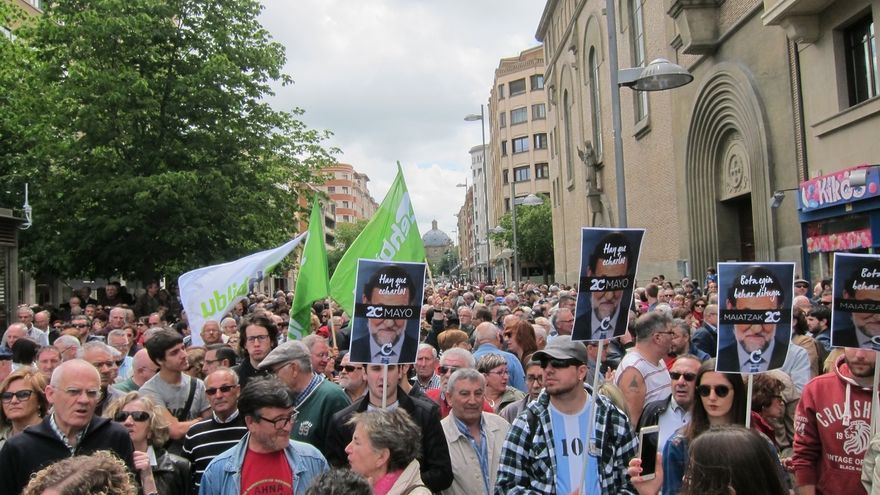 """Cientos de personas protestan en Pamplona contra la corrupción y reclaman """"echar al PP del gobierno central"""""""