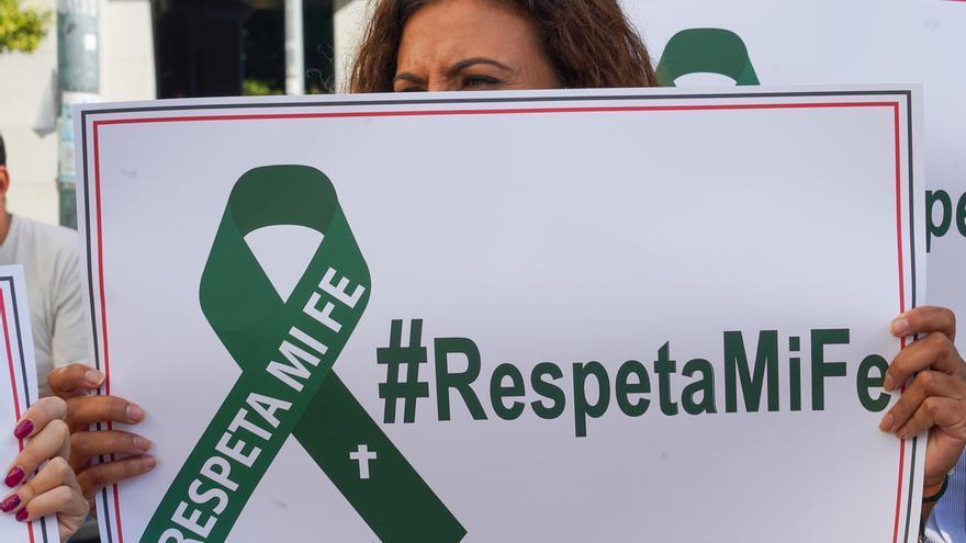 Abogados Cristianos recurre el fallo que absuelve a mujeres por procesionar con vagina de plástico