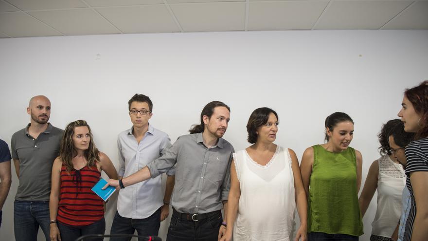 Iñigo Errejón, Pablo Iglesias, Carolina Bescansa e Irene Montero tras una rueda de prensa en julio / Foto Gtres