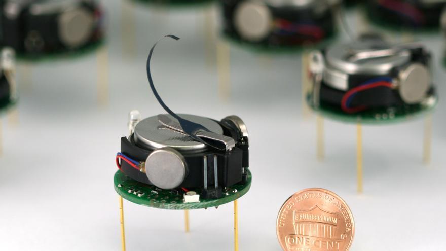 Kilobot, un microrrobot desarrollado por la Universidad de Harvard (Foto: Michael Rubenstein)
