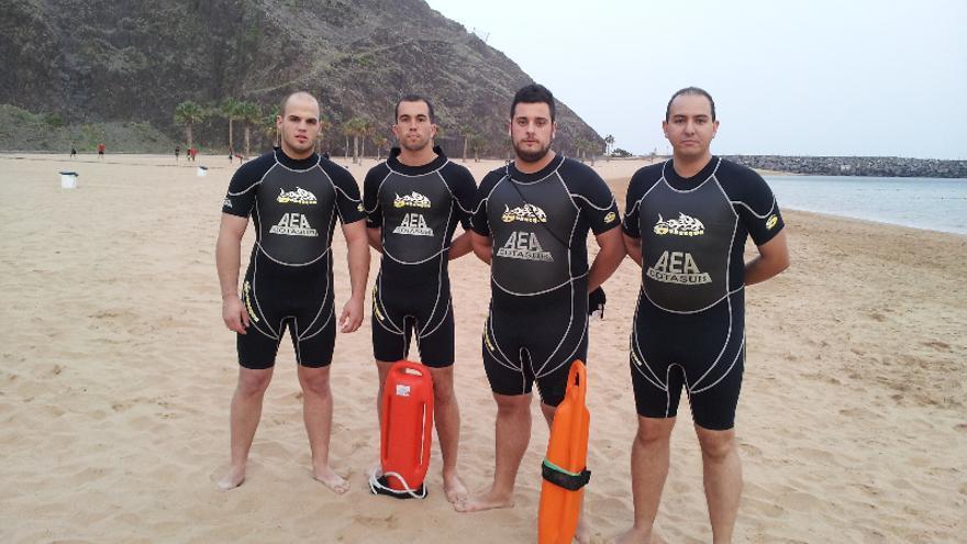 Algunos de los voluntarios del grupo acuático en un entrenamiento en Las Teresitas