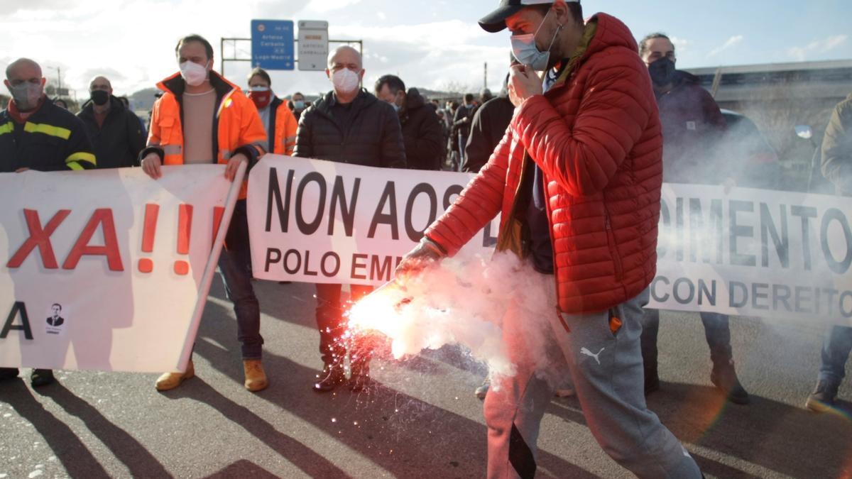 Trabajadores de Alu Ibérica, la antigua Alcoa en A Coruña, durante una concentración. EFE/Cabalar/Archivo