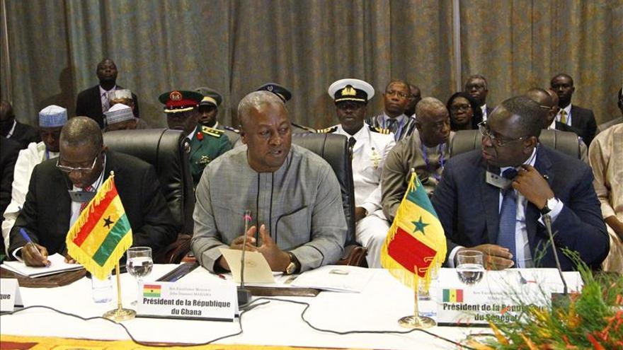 Los líderes de Burkina Faso acuerdan un gobierno de transición y elecciones en 2015