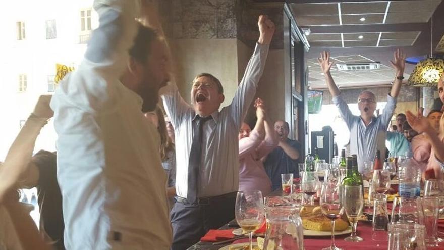 Imagen de Ximo Puig celebrando un gol de la selección española