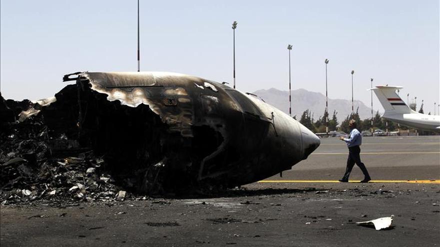 La coalición árabe lanza cuatro bombardeos contra el aeropuerto de Saná