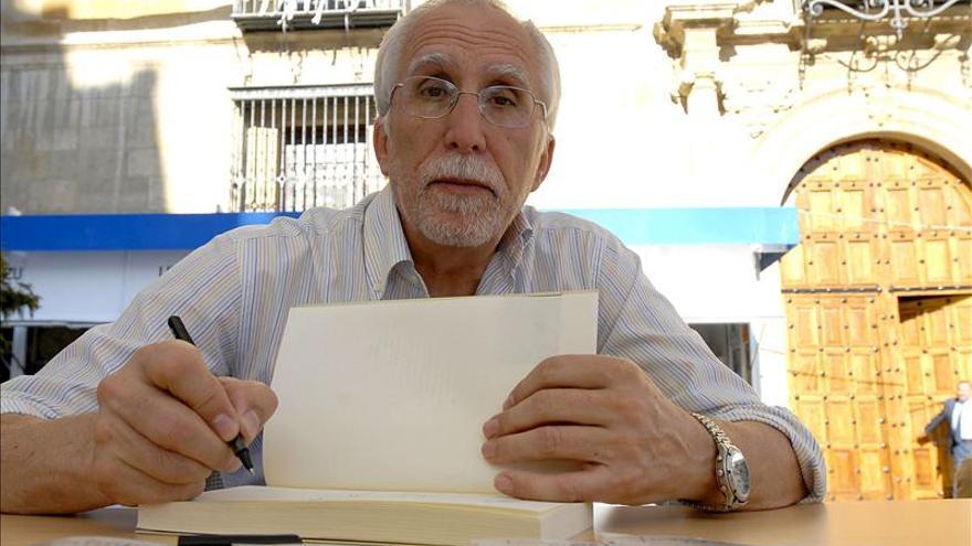 Luis Mateo Díez defiende las novelas cortas y el papel curativo de las letras