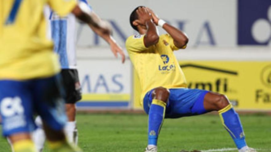Rondón lamenta una ocasión errada. (QUIQUE CURBELO)