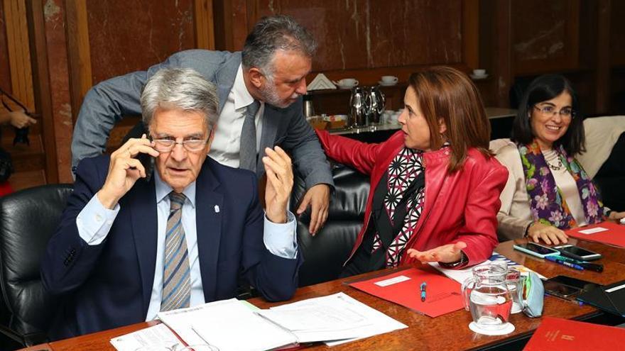 El presidente del Gobierno de canarias, Angel Víctor Torres, y los consejeros de Justicia, Julio Pérez; Economía, Carolina Darias, y Sanidad, María Teresa Cruz.
