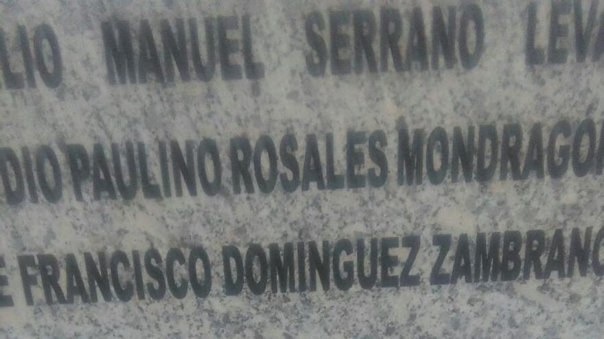 Memoria histórica La Albuera placa rota ataque atentado