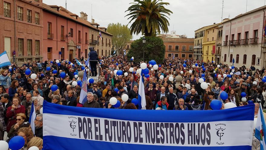"""Miles de personas se manifiestan por Talavera de la Reina en """"una sola voz por su futuro"""""""
