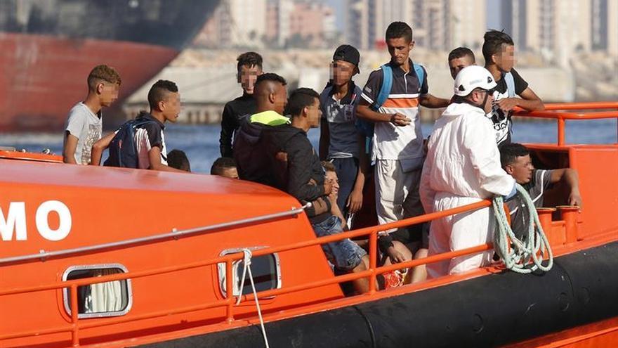 Rescatan a 15 menores argelinos de una patera interceptada en Cabo de Gata
