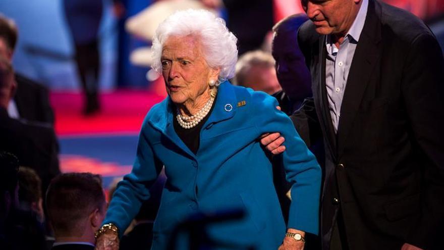 """La ex primera dama Barbara Bush se encuentra """"con buen ánimo"""", según su nieta"""