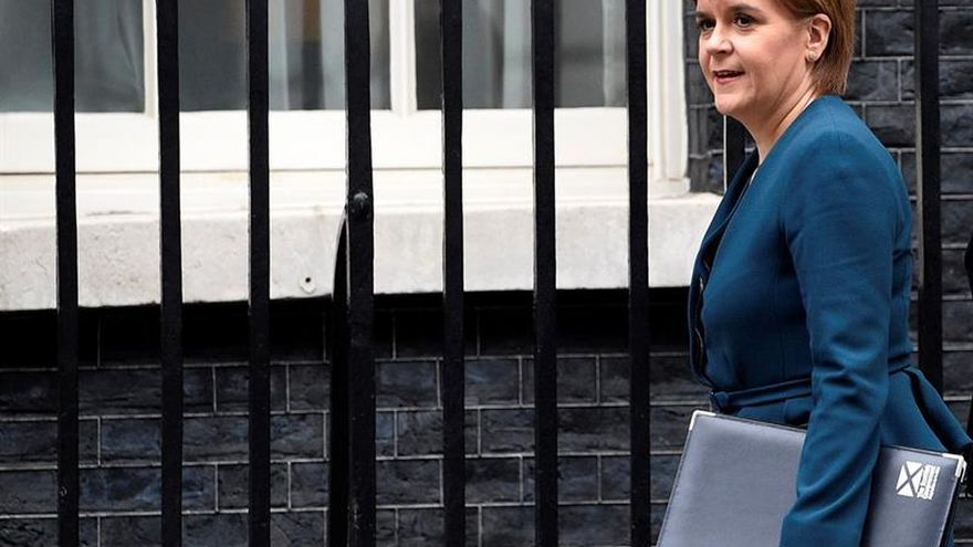 """Sturgeon dice que Londres no tiene una """"estrategia clara"""" ante el """"brexit"""""""