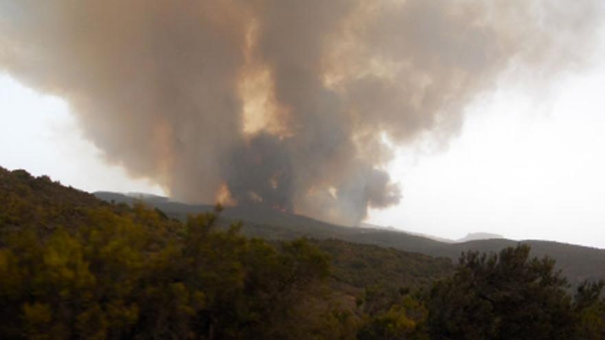 El fuego asola La Gomera. (ACFI PRESS)