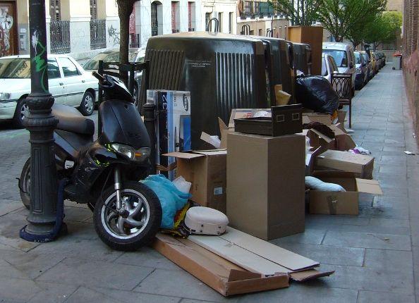 Contenedores de reciclaje en la calle Monteleón   Foto: A.P