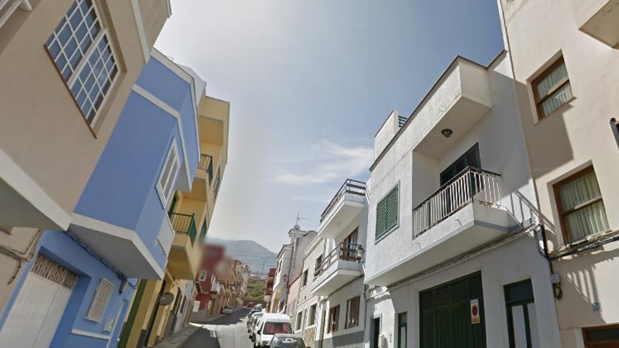 Herido grave al caerse desde una escalera mientras pintaba una fachada en La Orotava