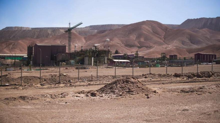 El sector que más influyó en el aumento del indicador en febrero fue el Índice de Producción Minera (IPMin), que presentó un alza en doce meses del 9,9 % gracias a la minería metálica, que creció por un alza del 8,4 % en la extracción y el procesamiento de cobre, del que Chile es el mayor exportador mundial.