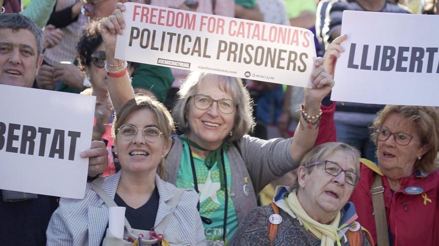 Manifestantes piden la libertad de los políticos del procés encarcelados