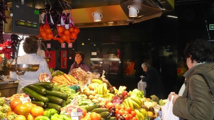 Las ventas del comercio minorista bajaron un 6,8% en 2012, su mayor descenso durante la crisis