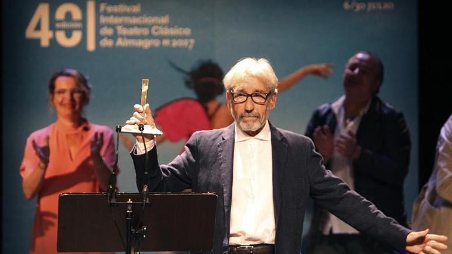 Festival de Almagro loa el cabal compromiso de José Sacristán con el teatro