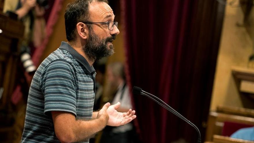 Diputado de la CUP dice que los Mossos deben desobedecer la orden de retirar urnas