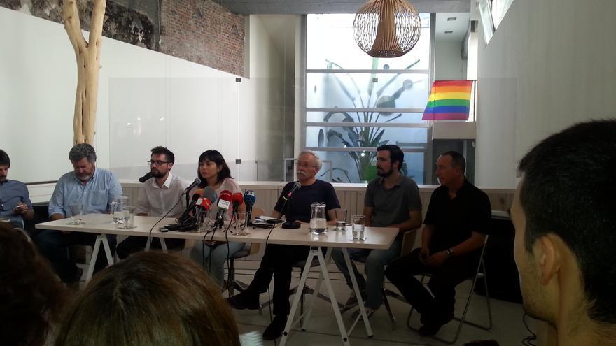 Representantes de Ahora Madrid, Podemos, Izquierda Unida, Compromís, ICV, Equo y Front de Gauche en un acto de apoyo al gobierno griego.  / C.A.
