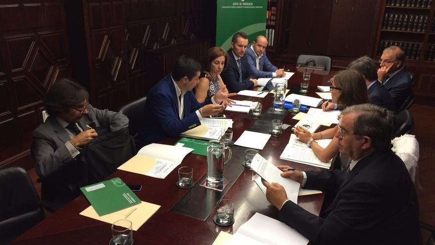 La comisión mixta del Algarrobico aprueba el plan de actuaciones conjunto para la demolición
