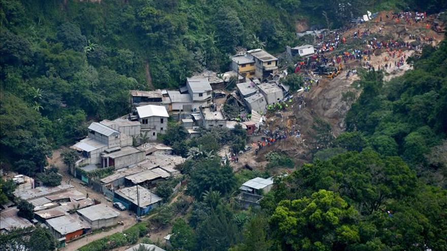 Un deslizamiento de tierras causa 23 muertos y 450 desaparecidos en Guatemala