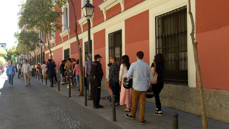 Colas para acceder al colegio electoral Lope de Vega | SOMOS MALASAÑA